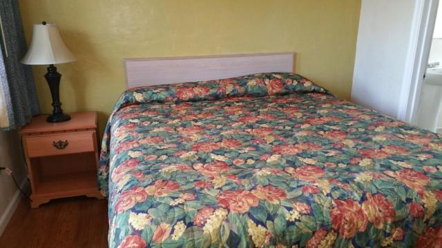 1 Queen Bed Accessible